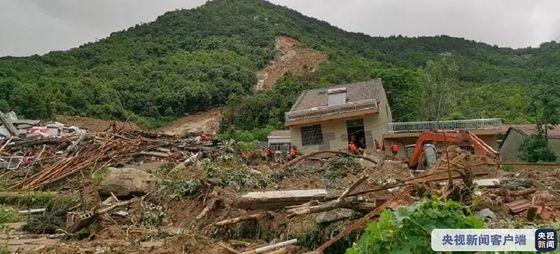 지난 8일 새벽 중국 후베이성 다허진에 쏟아진 353mm 폭우로 위안산촌에서 세 차례 산사태가 발생하며 9명이 매몰되는 사고가 발생했다. [중국 환구망 캡처]