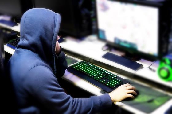 중국에서 온라인 게임 등에 중독된 아이들을 치료하겠다며 최대 10일동안 독방에 가둔 남성 4명이 최대 징역 3년형을 선고받았다. [중앙포토]