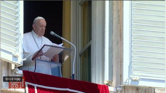 프란치스코 교황이 5일(현지시간) 바티칸에서 강론을 하고 있다. 이날 교황은 미리 배포된 강론문과는 달리 홍콩 문제를 언급하지 않았다. [바티칸 홈페이지]