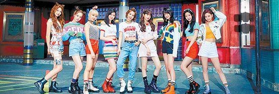 JYP엔터테인먼트가 선보인 일본 9인조 걸그룹 니쥬(NiziU)가 오리콘차트 등 일본 주요 차트에서 1위를 휩쓸고 있다. 아야카, 리오, 마유카, 리쿠, 마코, 미이히, 니나, 마야, 리마(왼쪽부터) 등 멤버 9명 모두 일본인으로 박진영 JYP 대표가 직접 선발했다. [사진 JYP엔터테인먼트]