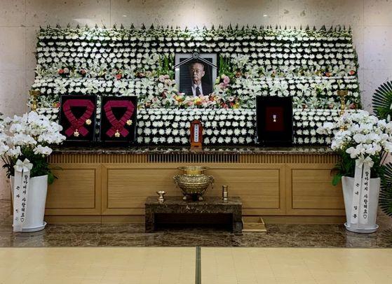 11일 서울 아산병원장례식장에 마련된 고 백선엽 장군의 빈소. 영정 사진은 2013년 7월 중앙일보와 인터뷰 당시 촬영된 것이다. 박용한 기자