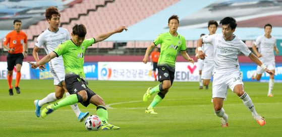 전북 현대가 2경기 연속 승리를 놓쳤다. 선두를 뺏길 수도 있다. [뉴스1]