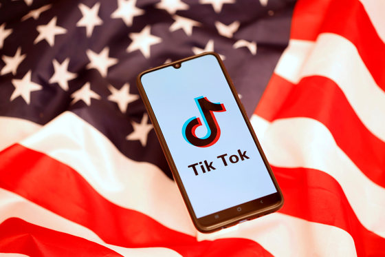 미국 트럼프 행정부가 동영상 기반 SNS '틱톡' 등 중국 앱 이용 금지 조처를 검토하고 있다고 12일(현지시간) 블룸버그 등 외신이 보도했다. [로이터=연합뉴스]