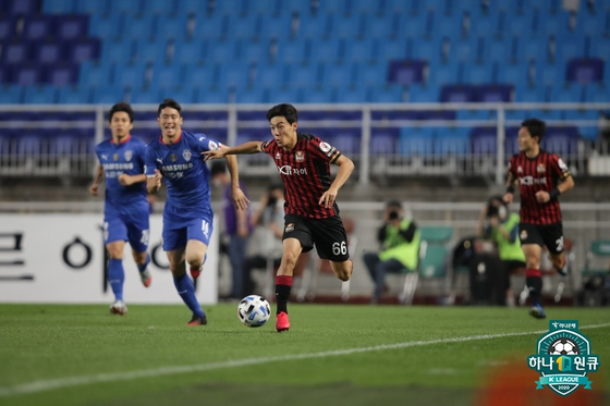 지난 7월4일 수원삼성블루윙즈 vs FC서울의 슈퍼매치. 한국프로축구연맹
