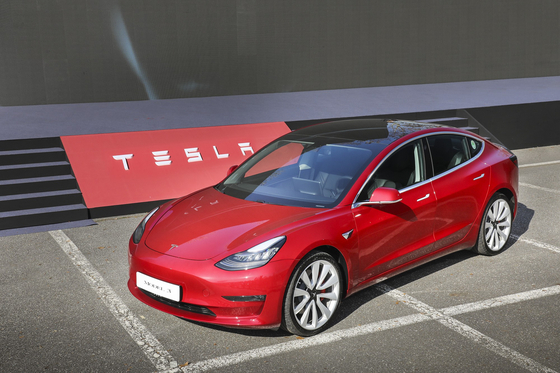 테슬라의 보급형 전기차 모델3는 올 상반기 6839대가 팔려 전기차 판매 1위에 올랐다. 사진 테슬라코리아