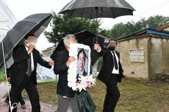 고(故) 박원순 장례위 피해호소인 문제 무겁게 받아들인다