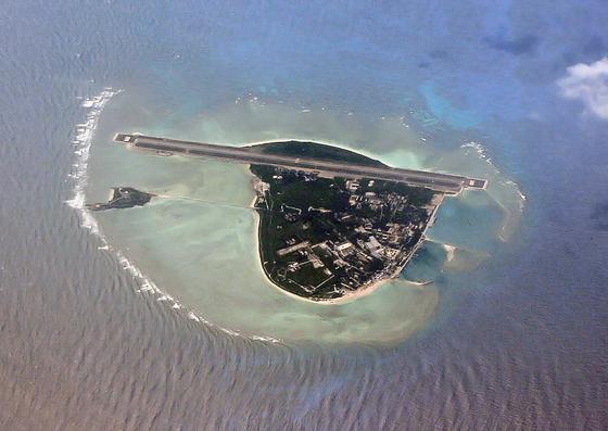 중국이 지난 2009년 대만, 베트남, 말레이시아, 필리핀, 브루나이 등 6개국이 둘러싼 남중국해를 자국 수역으로 선포하면서 영유권 분쟁이 시작됐다. [위키피디아]