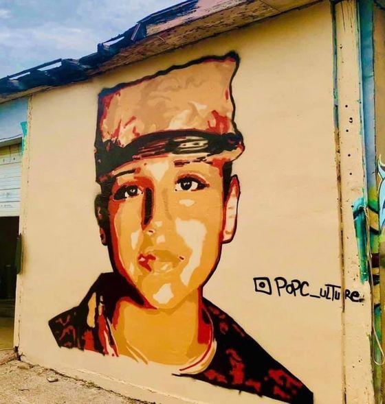 스무살의 나이로 안타깝게 사망한 바네사 기옌을 추모하는 벽화가 미 곳곳에서 그려지고 있다. [트위터]