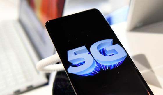 5G 이동통신 시장의 주요 분기점은 올해 하반기다. EPA=연합뉴스