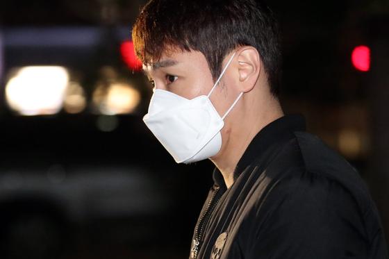 음주운전 혐의를 받고 있는 환희가 경찰 조사를 위해 경기 용인서부경찰서로 출석하고 있다. 연합뉴스