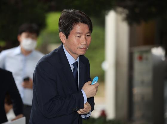 이인영 통일부 장관 후보자가 6일 오전 서울 종로구 남북회담본부로 출근하고 있다. 연합뉴스