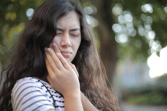 청소년기에는 입시 문제 등으로 구강건강관리가 후순위로 밀릴 가능성이 많습니다. 최소한 방학 때만이라도 올바른 칫솔질 습관을 익히고 있는지, 그리고 이상은 없는지 점검을 받아야 합니다. [사진 pexels]