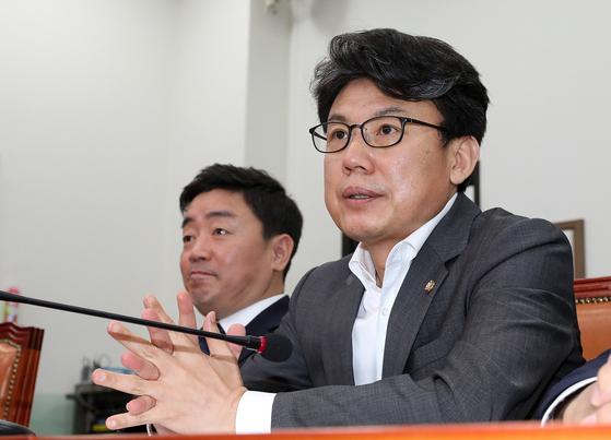 진성준 더불어민주당 의원이 13일 오전 서울 여의도 국회에서 열린 최고위원회의에서 참석해 자리하고 있다. 뉴스1