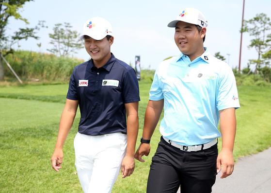 한국 남자 골프의 두 미래, 김민규(왼쪽)와 김주형이 16일 KPGA 오픈에서 같은 조에 편성돼 경기를 치렀다. [사진 KPGA]