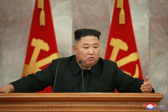 북한 김정은 국무위원장이 18일 조선노동당 본부청사에서 당 중앙군사위원회 제5차 확대회의를 주재했다고 조선중앙통신이 19일 보도했다.[연합뉴스]