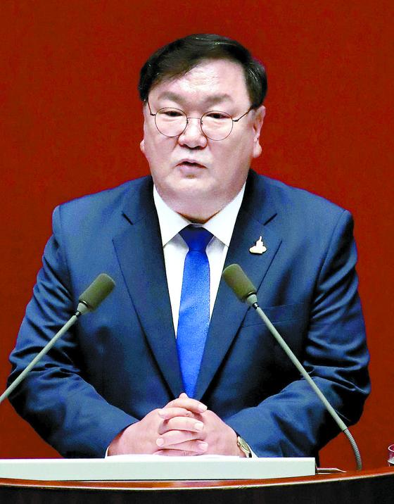 김태년 더불어민주당 원내대표가 20일 국회에서 교섭단체 대표연설을 하고 있다. 오종택 기자