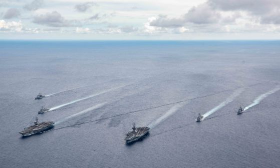 지난 6일 미 해군 레이건 항공모함과 니미츠 항공모함이 2014년 이후 처음으로 남중국해에서 연합 훈련을 했다. [미 해군 트위터]