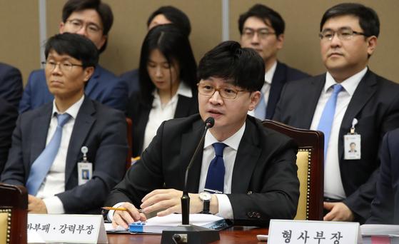 한동훈 검사장이 2019년 10월 서울 대검찰정 국정감사에서 의원들의 질의에 답하고 있다. 우상조 기자