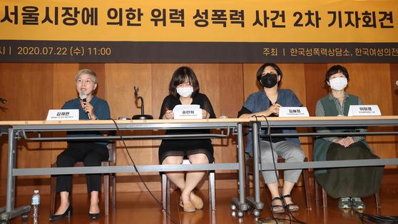 22일 오전 서울 중구 정동에서 열린 '서울시장에 의한 위력 성폭력 사건 2차 기자회견'에서 김재련 법무법인 온-세상 대표변호사가 발언하고 있다. 뉴스1