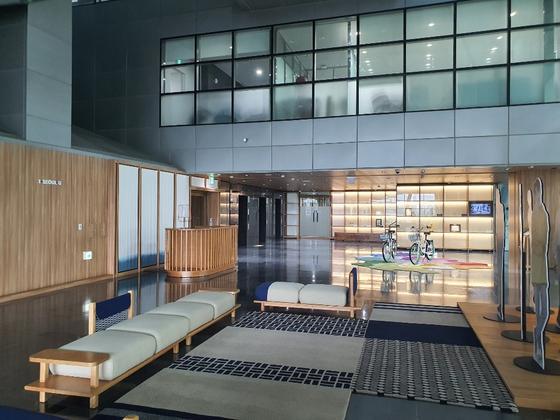 서울 중구 서울시청 6층 전경. 왼쪽 안내데스크 옆이 시장실로 들어가는 입구다. 최은경 기자