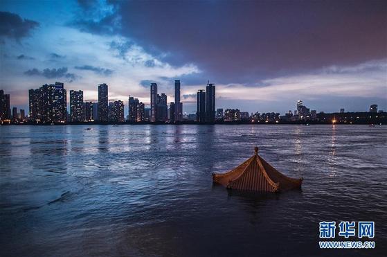 지난 13일 중국 후베이성 우한의 한커우 지역 양쯔강의 모습.[신화망 캡처]
