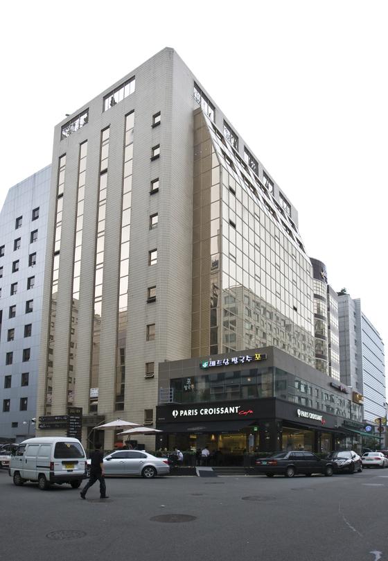 미래통합당이 새 당사 건물로 정한 서울 여의도의 남중빌딩. [중앙포토]
