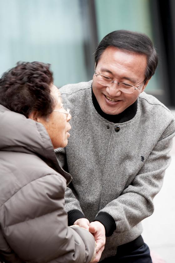 노회찬(1956~2018) 전 의원의 삶을 담은 다큐멘터리 영화 '노회찬, 6411'이 만들어진다. [사진 노회찬재단]