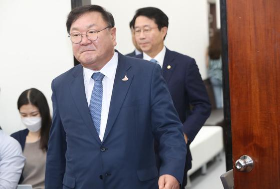 더불어민주당 김태년 원내대표가 21일 오전 서울 여의도 국회에서 열린 원내대책회의에 참석하고 있다. 오종택 기자