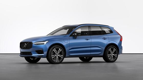 볼보자동차코리아가 다음달 성능은 유지하면서 가격을 낮춘 중형 SUV XC60의 R-디자인 에디션을 출시한다. [사진 볼보자동차코리아]
