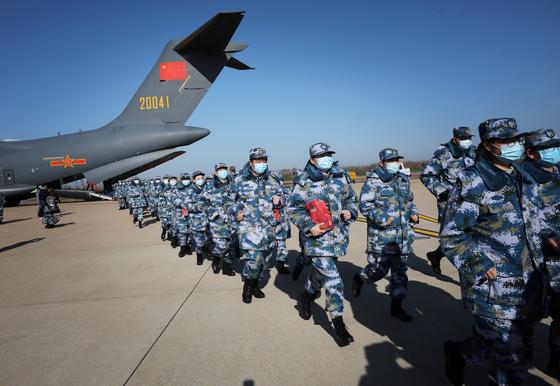 중국 인민해방군(PLA) 공군 부대. [AP=연합]