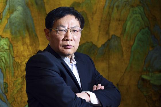 """""""어릿광대 시진핑"""" 쓴 부동산 재벌, 中 공산당직 박탈당했다"""
