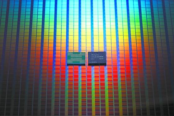 SK하이닉스가 2분기부터 양산을 시작한 128단 적층형 낸드플래시 메모리. [사진 SK하이닉스]
