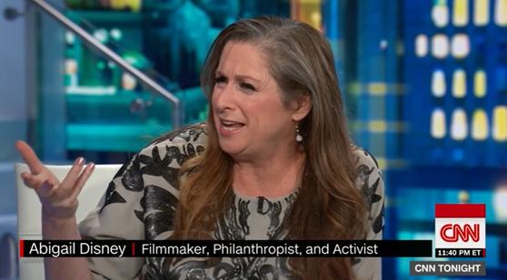 월트디즈니 가문의 상속녀 아비게일 디즈니가 지난해 6월 CNN 뉴스에 출연해 소득불평등을 해결하기 위해 부유세를 올려야 한다고 주장하고 있다. [CNN 뉴스 캡처]