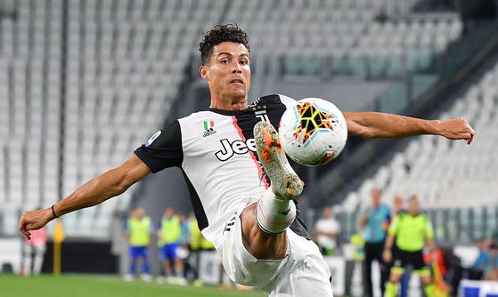 26일(현지시간) 이탈리아 토리노 알리안츠 스타디움에서 열린 2019-2020 세리에A 36라운드 홈 경기에서 선제골을 넣은 크리스티아누 호날두. EPA=연합뉴스