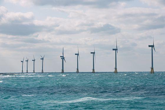 탐라해상풍력발전 전경. 탐라해상풍력발전은 한국남동발전과 두산중공업이 제주시 한경면 두모리에서 금등리 해역에 설치한 해상풍력발전단지이다. 최근 글로벌 기업을 중심으로 풍력발전 프로젝트를 사들이는 사례가 늘고 있다. 사진 한국남동발전