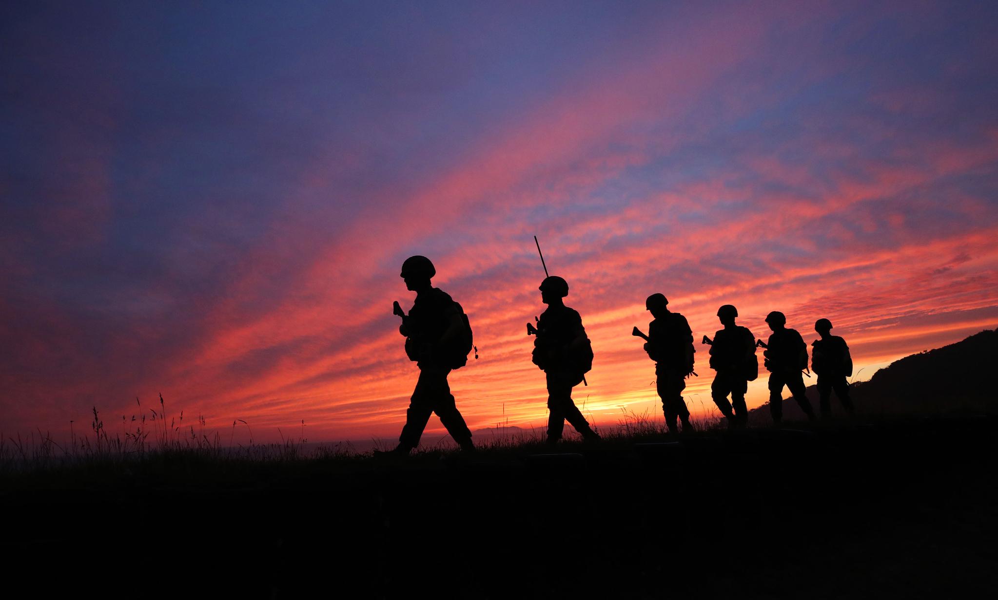 지닌달 16일 오후 인천시 옹진군 대연평도에서 해병대원들이 경계 근무를 하고 있다. 연합뉴스
