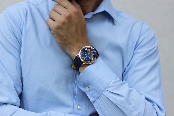 블루 계열은 어떤 계절에도 어떤 상황에도 다른 컬러와 섞어 입기 무난한 색상이다. 네이비 계열로 스타일링 할 때는 톤을 다양하게 활용할 줄 알아야 한다. [사진 pixabay]