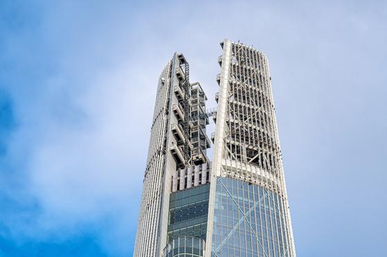 시원한 비박과 서울 야경을 즐길 수 있는 롯데월드타워 534m 높이 루프 존. [사진 롯데물산]