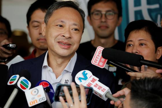 우산 혁명 주도 홍콩대 교수 해임…中은 정의 실현했다