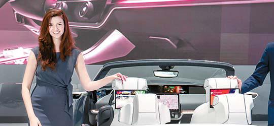 삼성전자는 지난 1월 미국 라스베이거스에서 열린 'CES 2020'에서 개인에게 최적화된 환경과 인포테인먼트 시스템을 제공하는 차량용 '디지털 콕핏 2020'을 공개했다. [사진 삼성전자]