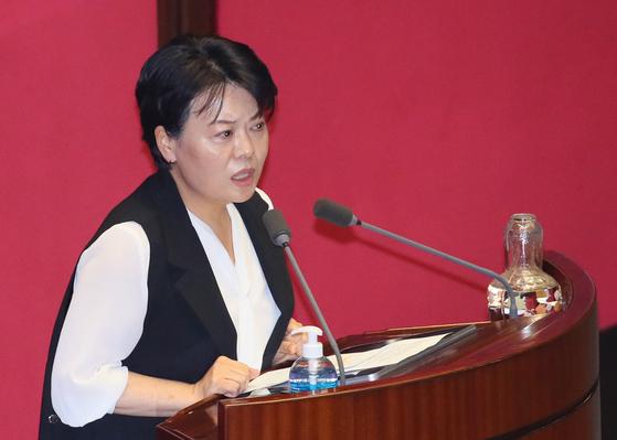 미래통합당 윤희숙 의원이 30일 국회 본회의에서 임대차법을 질타하는 발언하고 있다. 연합뉴스