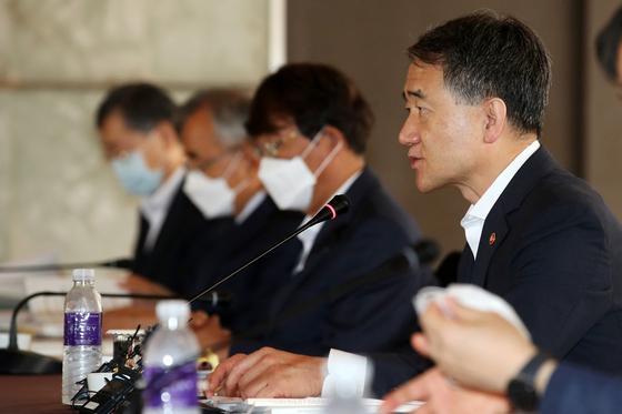 박능후 보건복지부 장관이 31일 오전 서울 중구 플라자호텔에서 열린 '제8차 국민연금기금운용위원회'에 참석해 모두발언하고 있다. 뉴스1