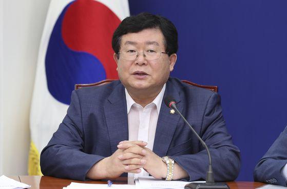 더불어민주당 설훈 최고위원이 15일 오전 국회에서 열린 최고위원회의에서 발언하고 있다. 임현동 기자