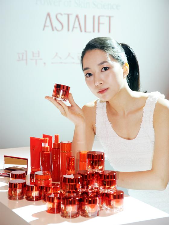 후지필름이 출시한 안티에이징 화장품 라인. [중앙포토]
