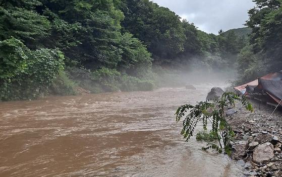 2일 물놀이 도중 실종된 피서객 1명이 사망한 강원 철원군 동송읍 담터계곡. 연합뉴스