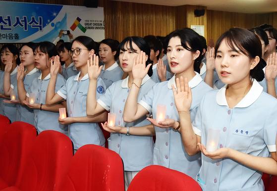지난해 12월, 조선대학교 간호학과 학생들의 나이팅게일 선서 모습. 연합뉴스