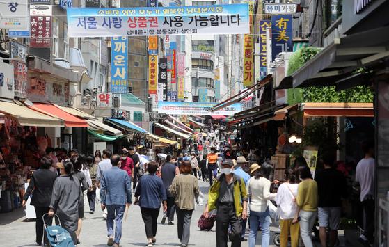 서울 남대문시장 모습. 6월 생산과 소비가 살아나며 경기 회복 기대감이 나오고 있다. 연합뉴스