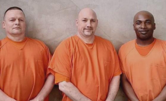 목숨을 잃을 뻔한 교도관의 생명을 구한 세 명의 죄수들. [폭스뉴스]
