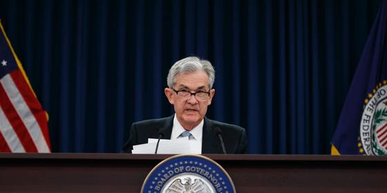 Fed, 선제적 금리조절 중단 검토...달러 약세-금 강세 더 가나?