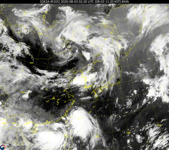 위성으로 본 태풍 하구핏의 모습. 한반도 남쪽에서 북상 중이다. 기상청 제공